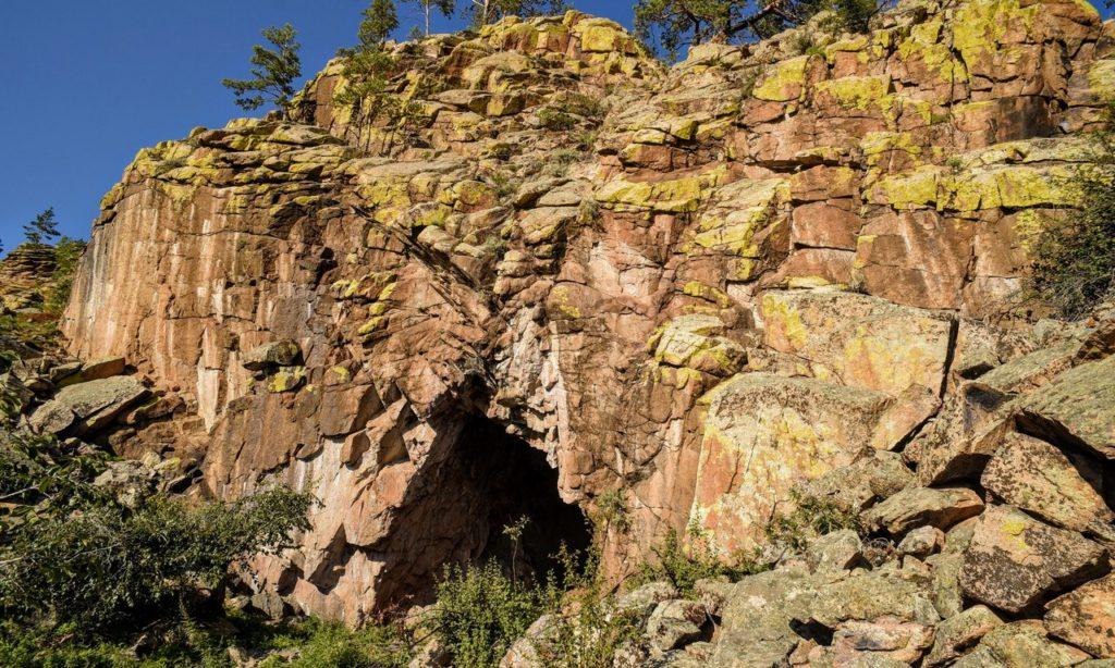 Пещера в ущелье горы Баин-Хан