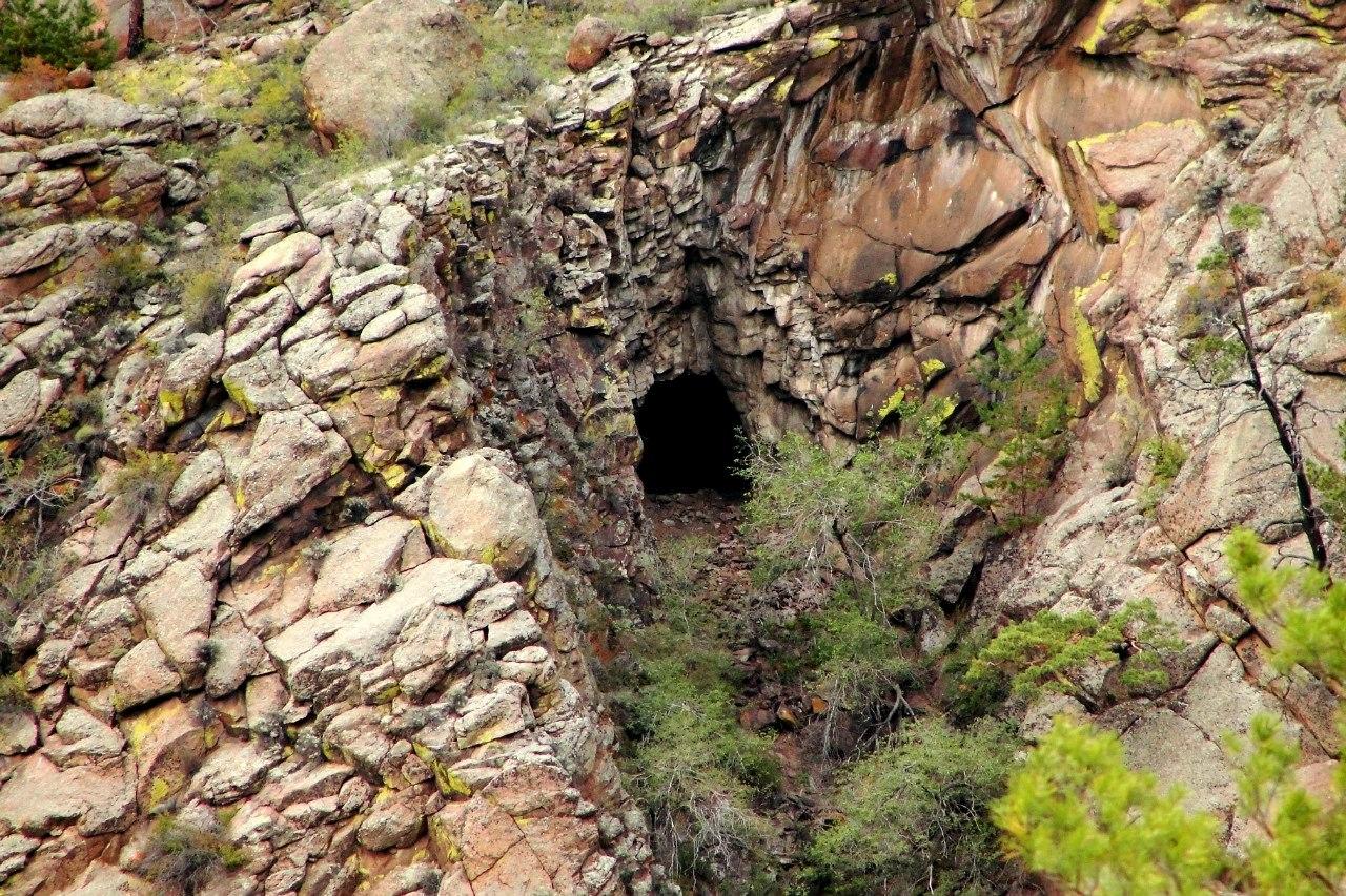 Одна из пещер Меркитской крепости