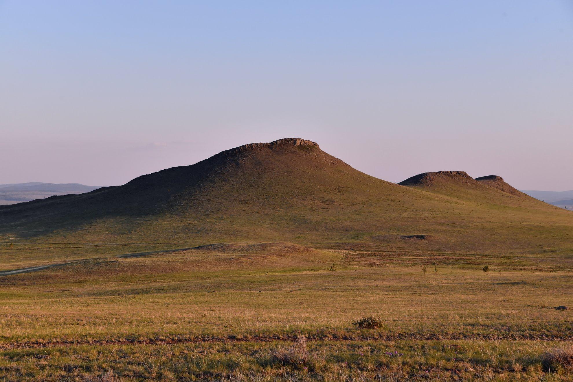 Тугнуйская долина вблизи с. Нарсатуй