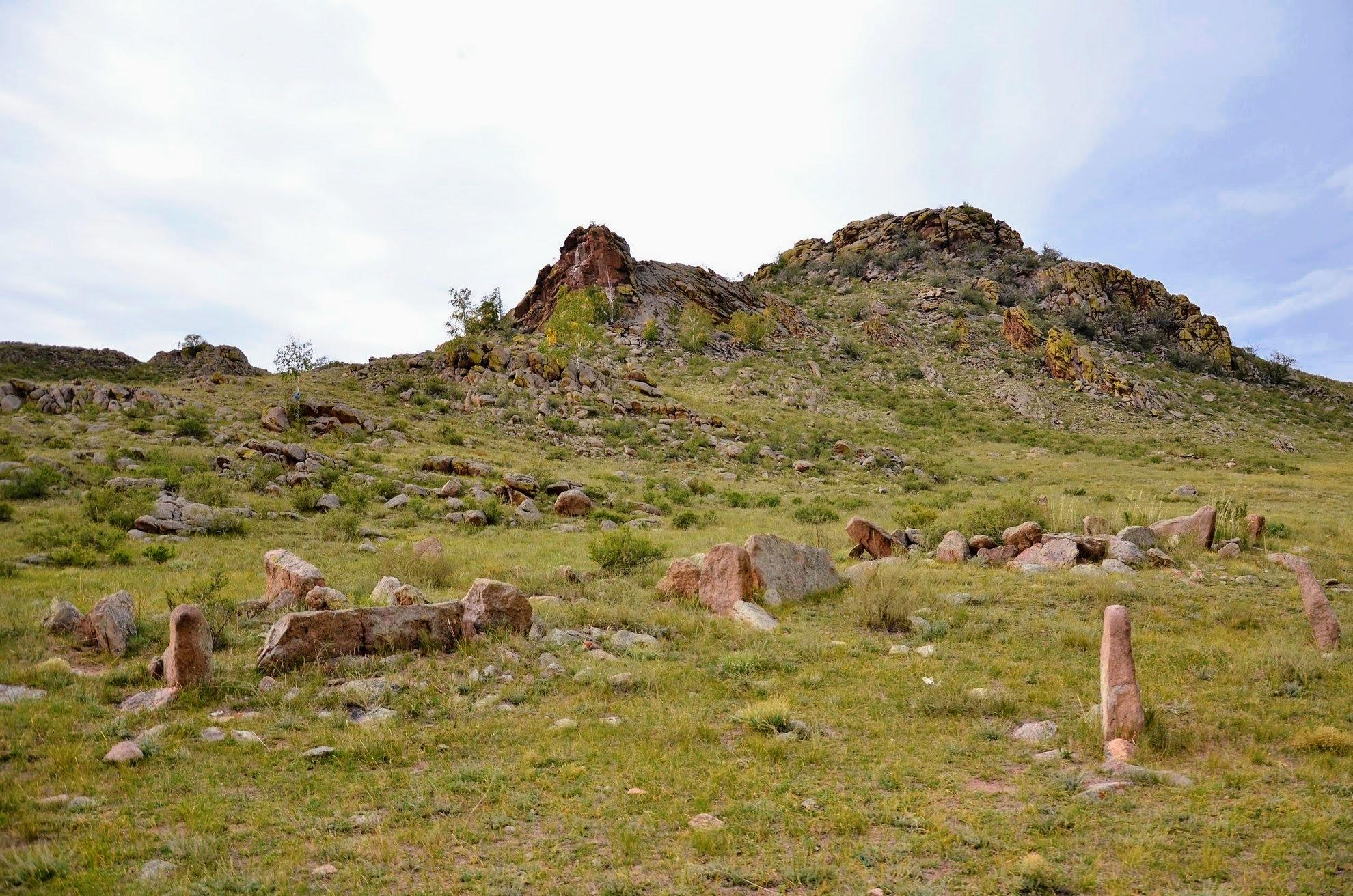 Древние захоронения - керексуры вблизи села Нарсатуй