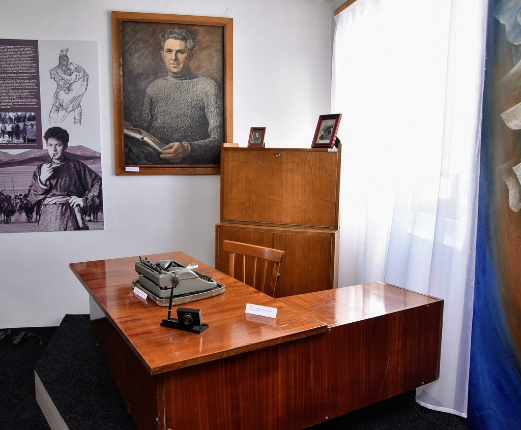 Музей-усадьба Исая Калашникова. Рабочий стол и печатная машинка